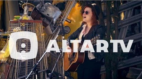 Lydia Loveless: A Mile High (Cathedral Of Junk) - AltarTV