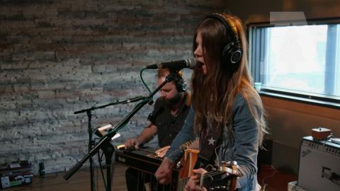 Sarah Shook & the Disarmers - Damned If I Do, Damned It I Don't | Audiotree Live