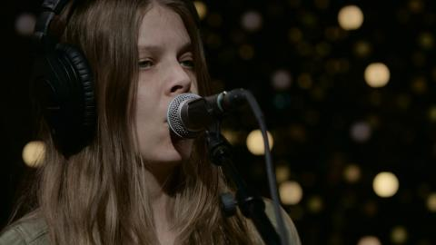 Sarah Shook & the Disarmers - Keep The Home Fires Burnin' (Live on KEXP)