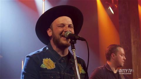 "Vandoliers perform ""Sixteen Years"" on DittyTV"